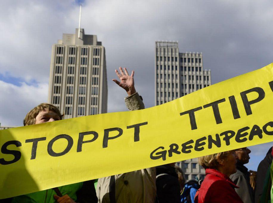 Greenpeace - Προσοχή! Συμβαίνει πίσω από την πλάτη σου