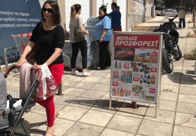 Ο Γιάννης Μασούτης πρόσφερε χιλιάδες μπουκαλάκια νερό σε πολίτες