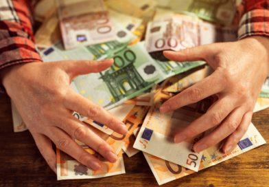 Πώς μπορείτε να πάρετε μέσα στον Αύγουστο 1.000 ευρώ