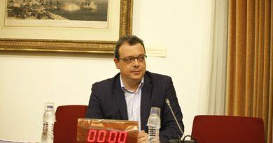Συνεργάτης του Φάμελλου διορίστηκε με μισθό 2.500 ευρώ